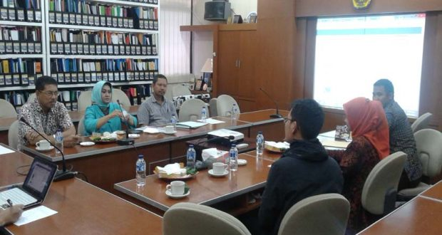 Pihak LPPM BSI dan LPPM STMIK Nusa Mandiri menjelaskan berbagai kegiatan yang selama ini sudah dilaksanakan kepada pihak Unpas di Bandung, akhir April 2016.