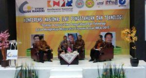 emaparan panelis pada KNIT 2015 yang digelar oleh LPPM STMIK Nusa Mandiri di Bekasi, Sabtu (8/8).